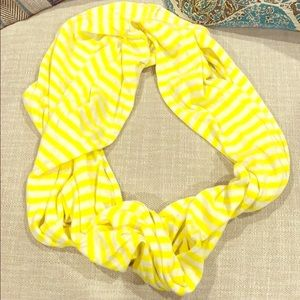 American Eagle infinity scarf. Yellow and white
